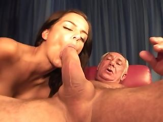 Hot youthful Hussy inhales A Monstrous rod Of senior parent freeporn