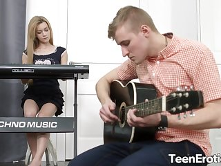 Cock Hot to trot Teen Musician Sonya Sweet Lures Her Bandmate