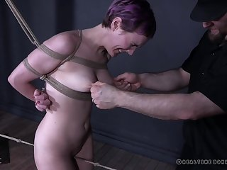 Teen punk slut Sierra Cirque suspended in mid air with an increment of tortured