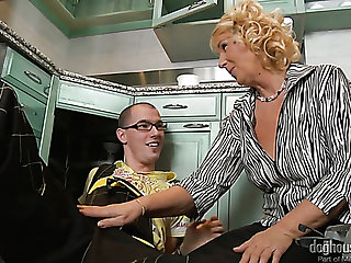 Mature housewife Regi sucks plumber's strong cock before giving him a ride