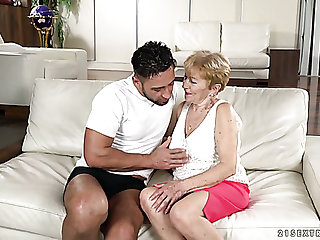 Flabby bodied wrinkled mature prostitute Malya gets the brush mature cunt fucked mish