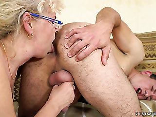 Dirty-minded matured housewife Frivol away Jones gives man a rimjob added to wanks his dick