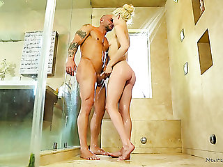 Animated painless masseuse prex beauty Elsa Jean knows how to suck dick