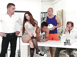 Nice hottie Stacy Snake turns out of doors in the matter of be a tractable slut who loves gangbang