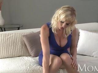 Mummy ash-blonde mummy pushes giant fake penis deep inwards her poon freesex